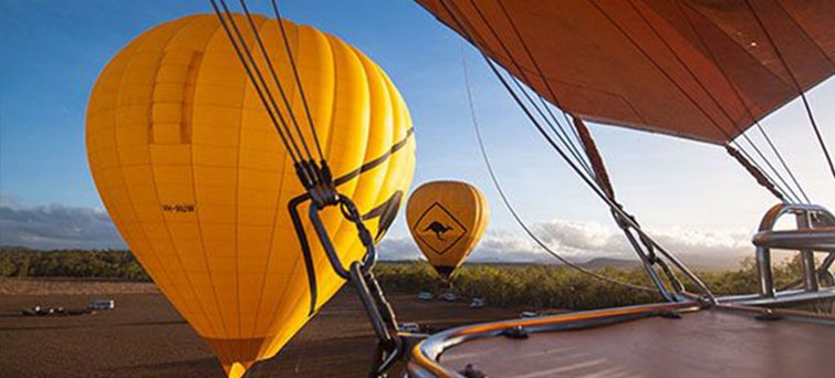 AUCAI Hot Air Balloon Cairns & Return transfer BNR3